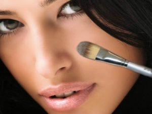 Mejorar la forma de la nariz con maquillaje